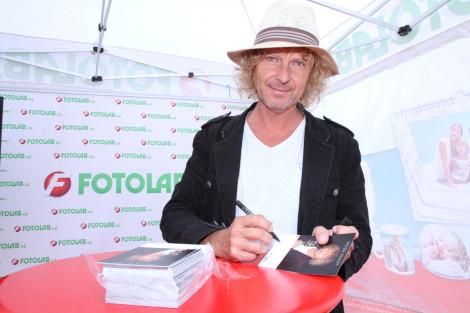 Peter Nagy podepsal stovky karet