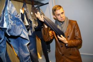 Vincent_Navrátil_si_pochvaloval_materiál_kalhot_Marc_O'Polo