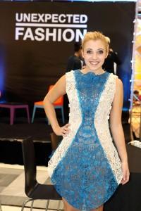 Zpěvačka_Anna_Slováčková_si_vyzkoušela_3Doodled_Dress_od_SHIGO
