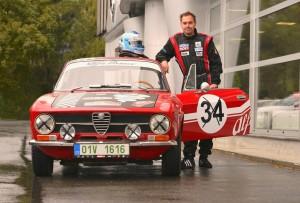 Automobilový_závodník_Filip_Sajler_s_historickým_vozem_Alfa_Romeo_Junior