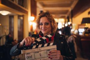 Emma_Drobná_natáčení_reklamy_klapka