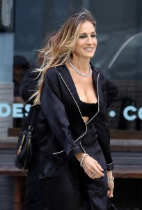 sarah-jessica-parker-films-a-commercial-in-nyc-06-05-2018-13