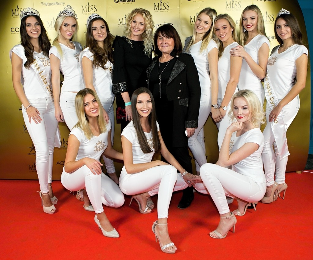Rozloučení s bílými outfity s logem Miss Léta. Nyní bude s Miss ČR.