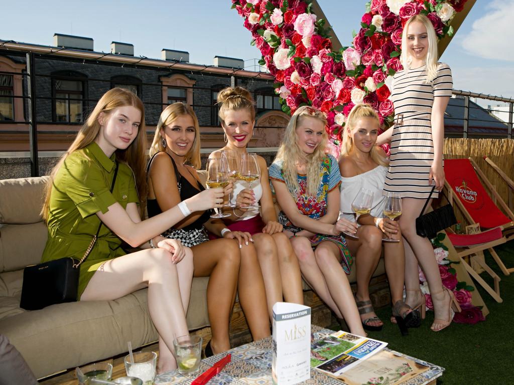 Květinové X bylo celé odpoledne v obležení dívek a fotografů