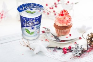 Cupcake with white and red cream