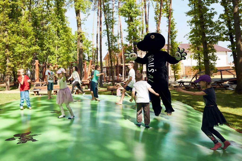 Krtkuv svet deti trampolina