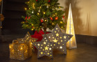 Trendem letošních Vánoc jsou přírodní materiály a dostatek světla