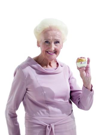 Lady Dermacol Olga Knoblochová je důkazem že pěstící kosmetika této značky stutečně funguje_foto Dermacol