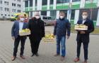 Firmy podporují bojovníky v první linii. Aramark jim poslal dva tisíce kilogramů čerstvého ovoce