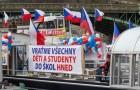 Vraťme děti do života. Prahu pokryly plakáty podporující okamžité otevření škol pro všechny