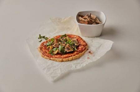 Proteinová pizza se salsou KetoMix