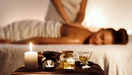 Aroma,Spa.,Woman,Enjoying,Massage,In,Luxury,Spa,With,Candle